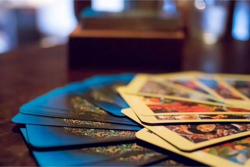 素敵な未来を占う!ルノルマンカードとタロットカードの違いとは?